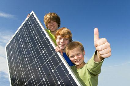 Solarmodul-und-Kinder